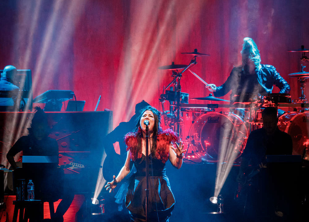 Evanescence Performs Live With An Orchestra At A 2017 Point Ho Ho Show In Saint Louis 03 3140